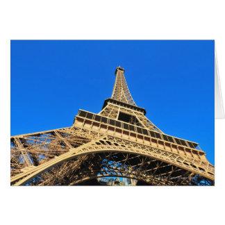 Carte Vue d'angle faible de Tour Eiffel contre le ciel