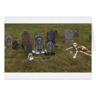 Carte Yard grave de Halloween avec des pierres tombales