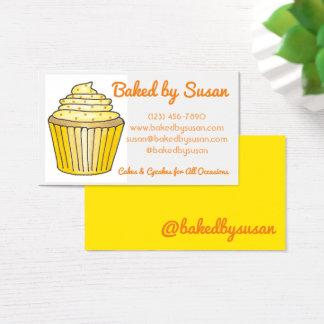 Cartes De Visite Gâteau jaune de petit gâteau cuit au four par le
