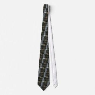 Cascade d'étagère de roche cravate