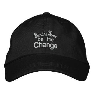 Casquette Brodée La visite de Gandhi/soit la broderie de changement