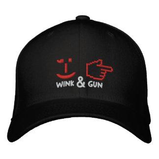 Casquette Brodée Le clin d'oeil et l'arme à feu