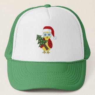 Casquette Hibou dans Red Hat avec l'arbre de Noël