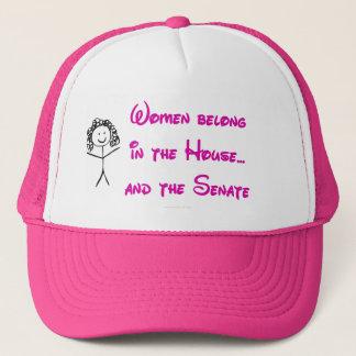 Casquette Les femmes appartiennent dans la Chambre