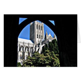 Cathédrale nationale de Washington par l'arcade Carte