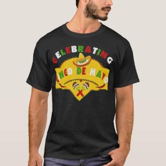 Célébration du T-shirt de maracas de sombrero de