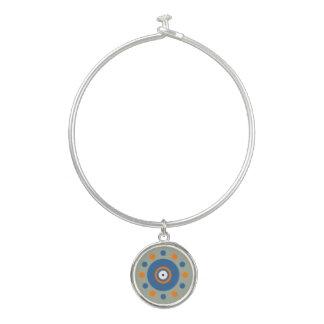 Cercles et bracelet oranges et bleus de bracelet