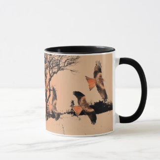 Cerfs-volants rouges sauvages dans la tasse de