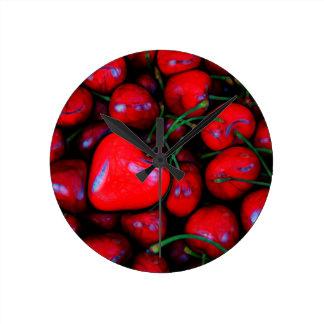 cerises avec amour de coeur horloge ronde