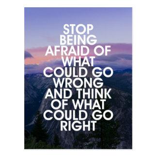 Cessez d'être citation de motivation effrayée carte postale
