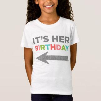 C'est son anniversaire (la flèche droite) T-Shirt