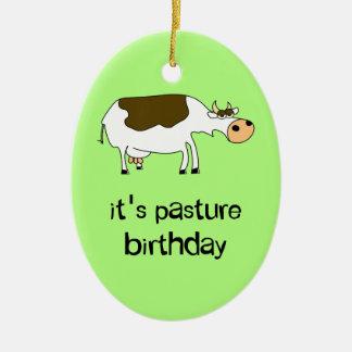 C'est vache drôle à anniversaire de pâturage ornement ovale en céramique