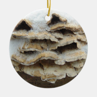 Champignons en hiver ornement rond en céramique