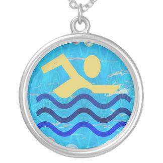 Champion de natation colliers