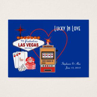 Chanceux dans les cartes bleues d'endroit d'amour