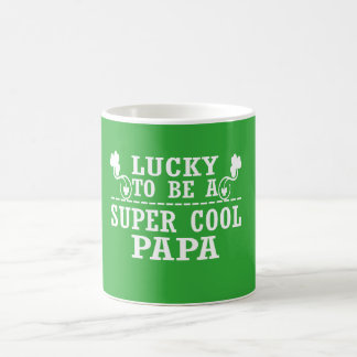 Chanceux pour être un PAPA FRAIS SUPERBE Mug Blanc