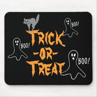 Chat de fantôme de Halloween de des bonbons ou un Tapis De Souris