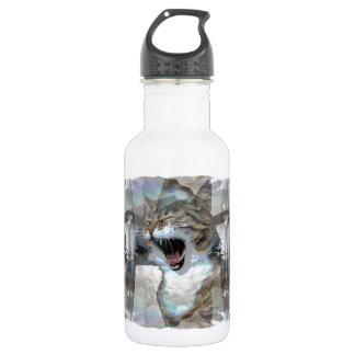 Chat Mouthy sur la bouteille d'eau