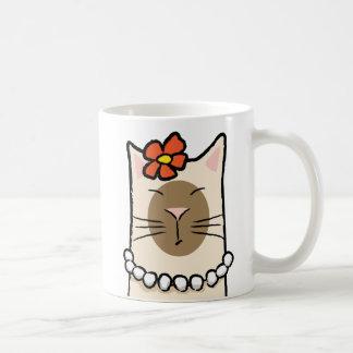 Chat siamois avec la fleur et les perles mug