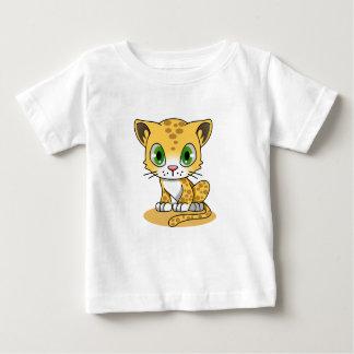 Chat sur le T-shirt de l'enfant