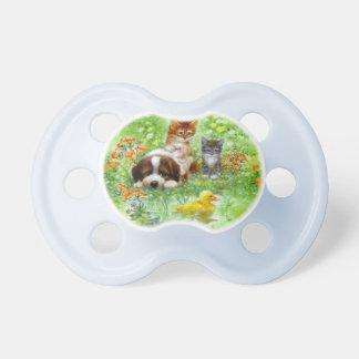 Chatons et chiot sur l'herbe sucettes pour bébé