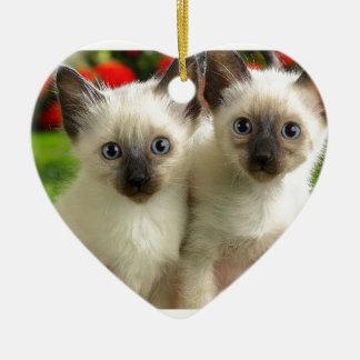 Chatons jumeaux ornement cœur en céramique