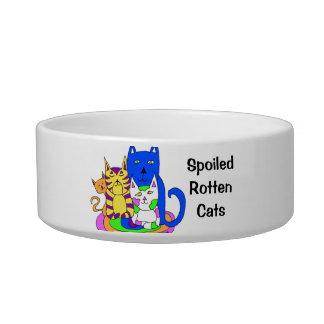Chats putréfiés corrompus écuelles pour chat