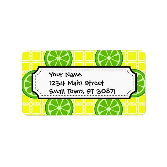 Chaux lumineuses d'agrume d'été sur des tuiles de étiquette d'adresse