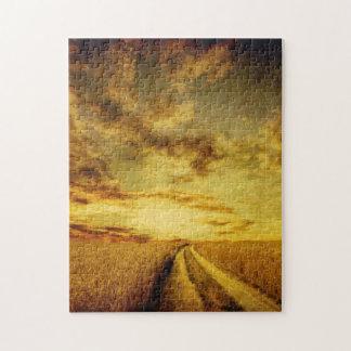 Chemin de terre rural par le champ puzzle