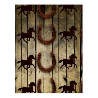 Chevaux et fers à cheval sur les cadeaux en bois cartes postales