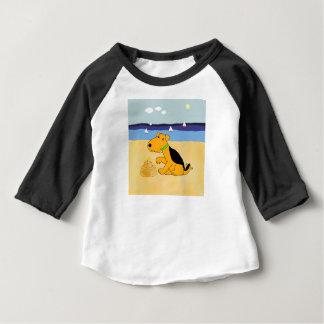 Chien de Kawaii Airedale Terrier au T-shirt de