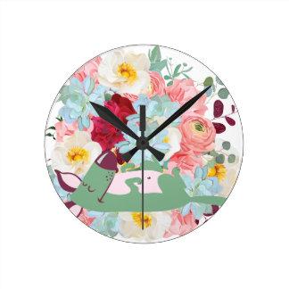 Chien de sommeil avec des fleurs horloge ronde