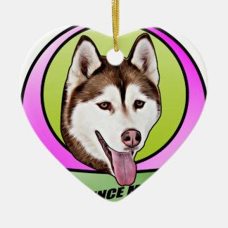 Chien mignon de chien de traîneau sibérien ornement cœur en céramique