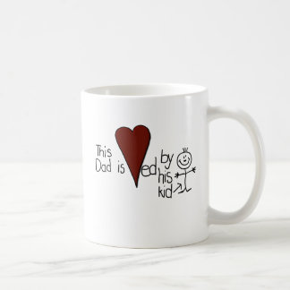 Chiffre papa de bâton d'enfants de coeurs mug