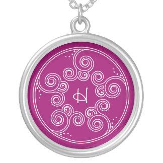 Choisissez votre collier initial de charme de remo