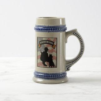 Chope À Bière Maitre-chien de chien de scout du Vietnam Stein