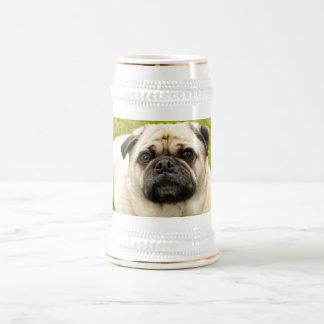 Chope À Bière Stein de photo de chien mignon de carlin beau,