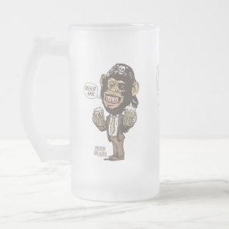 Chope Givrée Bière je pirate de chimpanzé par des studios de