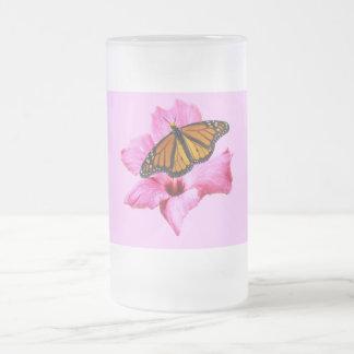 Chope Givrée Papillon de monarque sur la fleur rose de ketmie