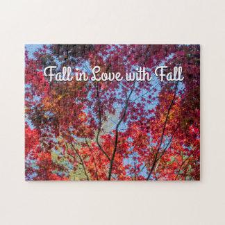 Chute dans l'amour avec le puzzle d'automne