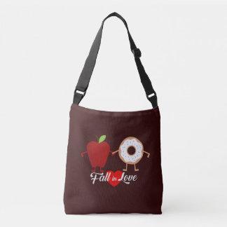 Chute dans le sac de beignet d'Apple d'amour