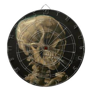 Cible De Fléchettes Crâne squelettique avec la cigarette brûlante par
