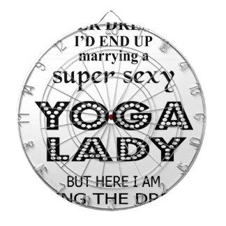 Cible De Fléchettes Je n'ai jamais rêvé épousant une dame sexy de yoga
