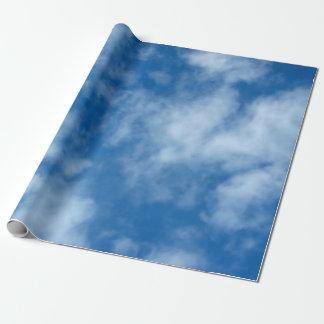 Ciel bleu avec le papier d'emballage de nuages papiers cadeaux noël