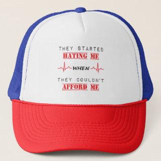 Citation d'attitude sur le casquette de Tucker