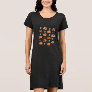 Citrouilles avec la robe du T-shirt des femmes de