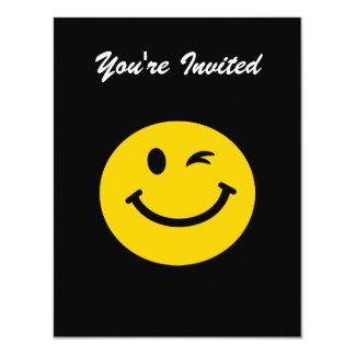 Cligner de l'oeil le visage souriant carton d'invitation 10,79 cm x 13,97 cm