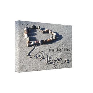 Coeur de roche sur l'enveloppe de toile de plage