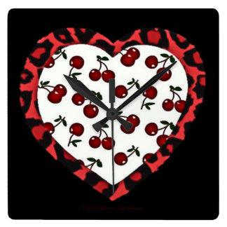 Coeur d'empreinte de léopard de cerises de horloge carrée