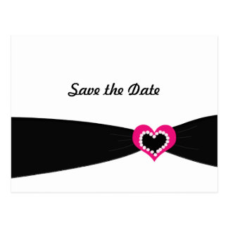Coeur rose avec des économies noires de ruban la carte postale